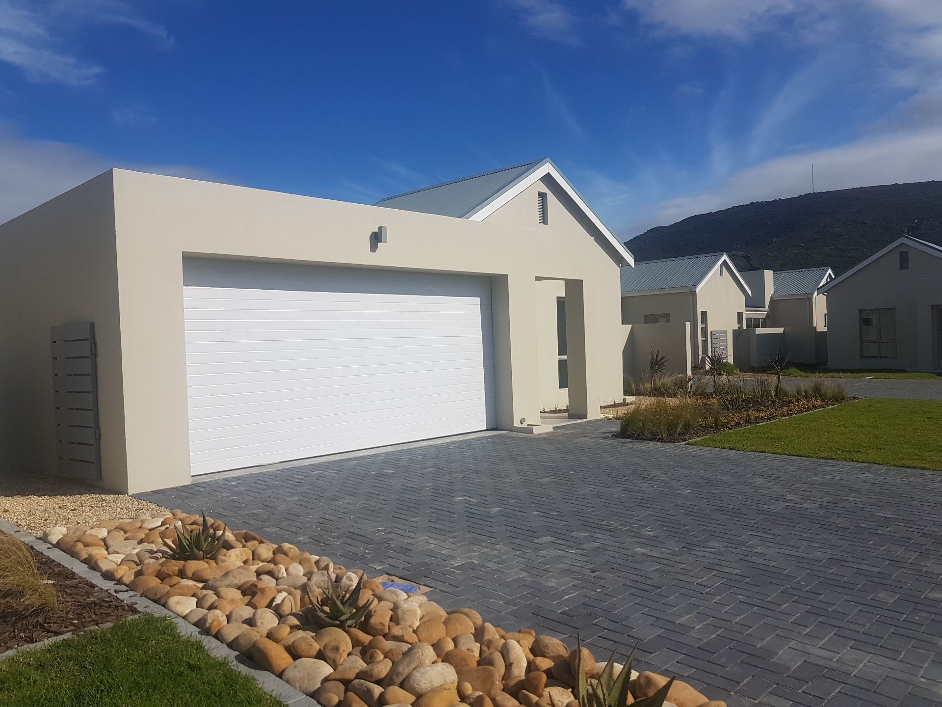 Property and Houses for sale in Paarl North, House, 3 Bedrooms - ZAR 2,650,000