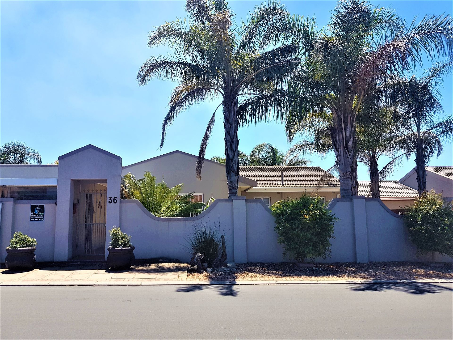 Property and Houses for sale in Paarl North, House, 5 Bedrooms - ZAR 2,630,000