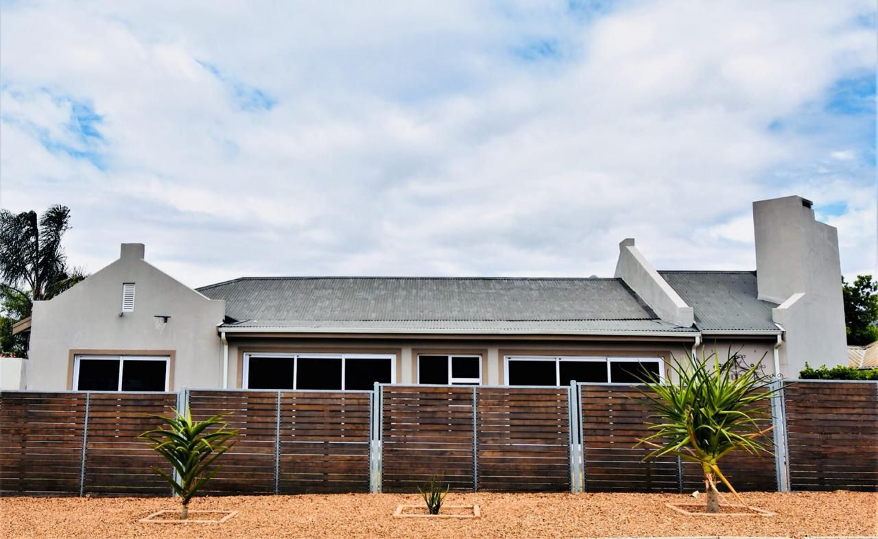 Property and Houses for sale in Paarl North, House, 5 Bedrooms - ZAR 2,995,000