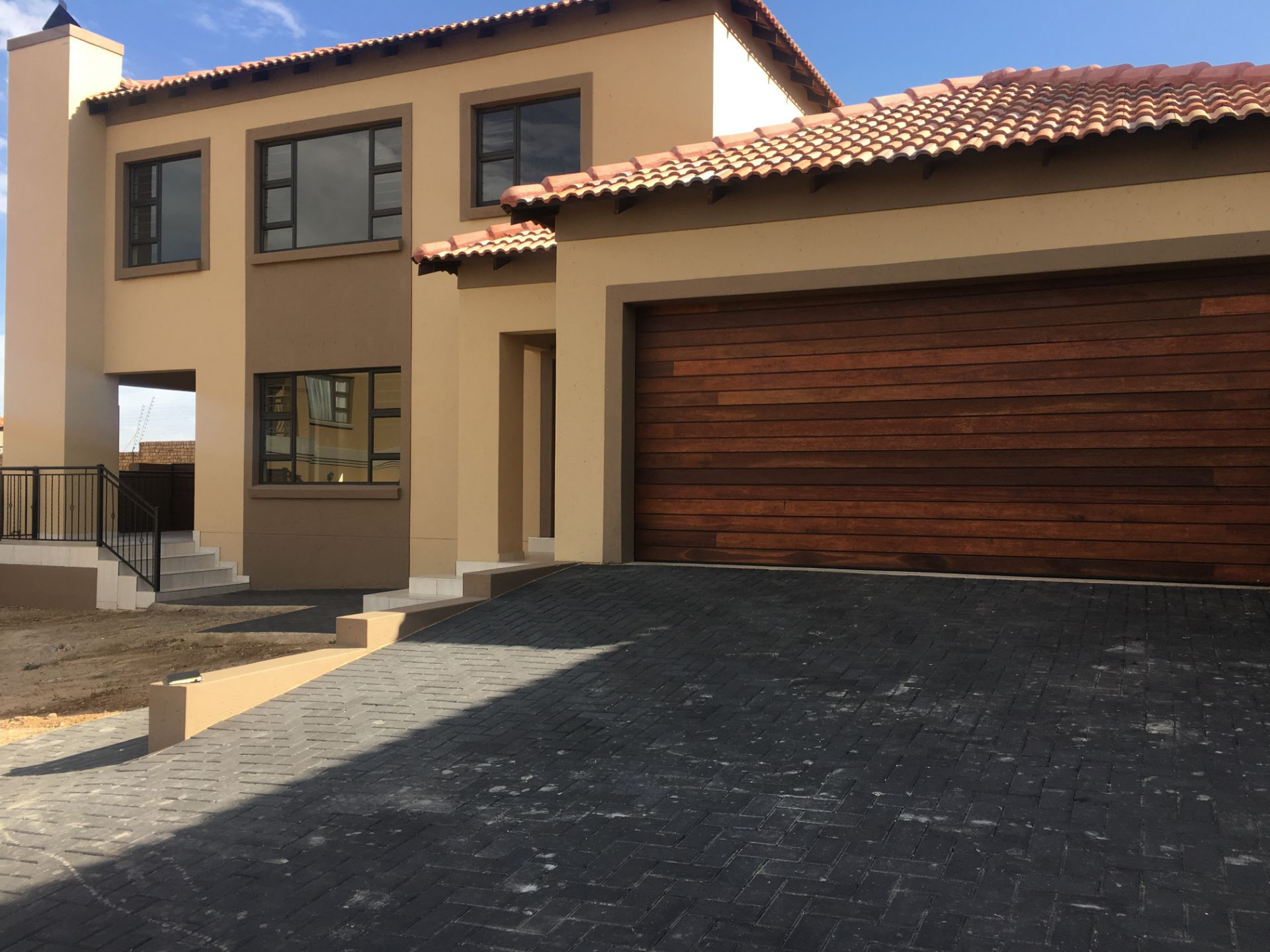 Property and Houses for sale in Thatchfield Estate, Apartment, 4 Bedrooms - ZAR 2,250,000