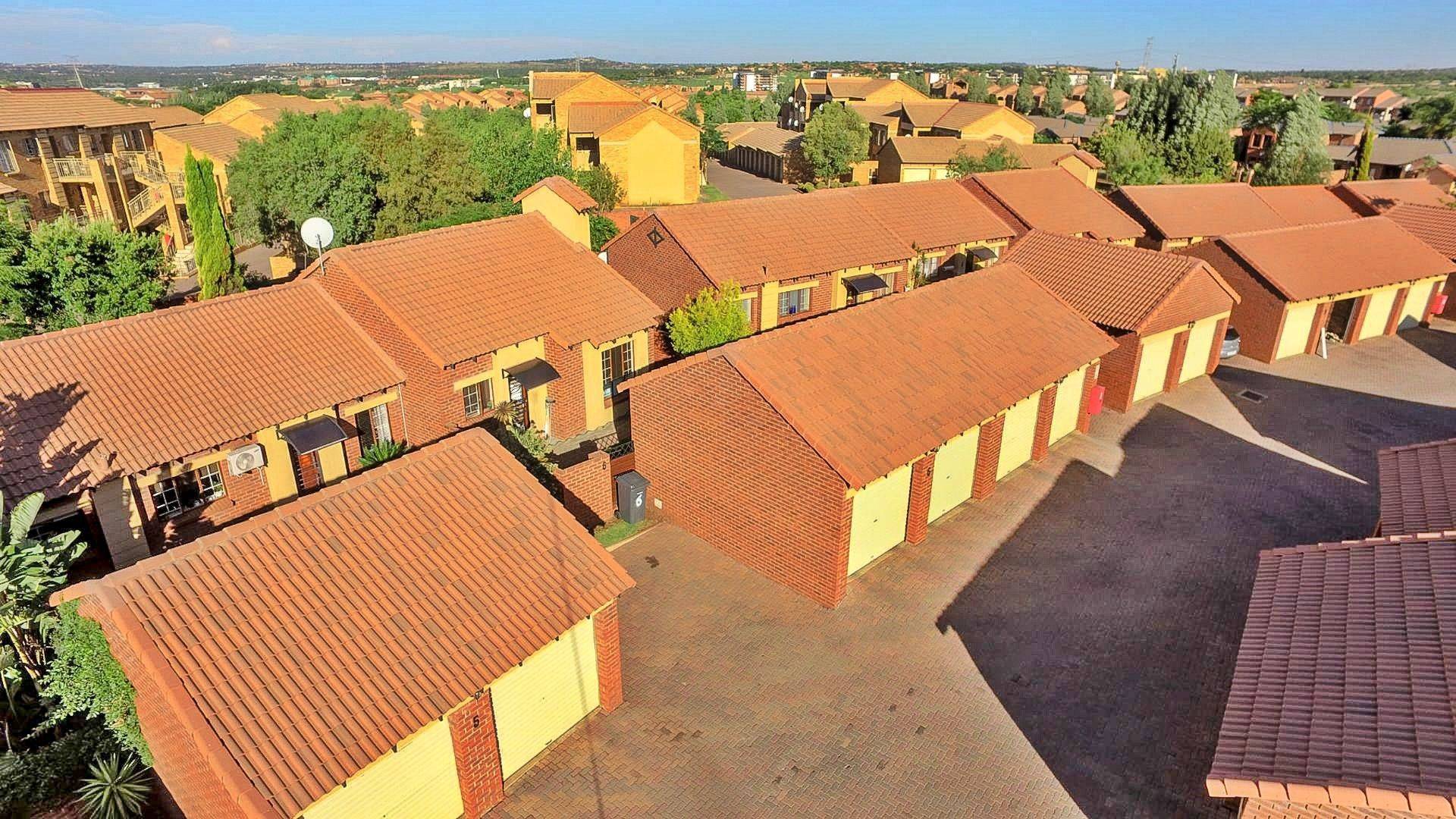 Centurion, Eco Park Estate Property  | Houses For Sale Eco Park Estate, ECO PARK ESTATE, Simplex 2 bedrooms property for sale Price:1,150,000
