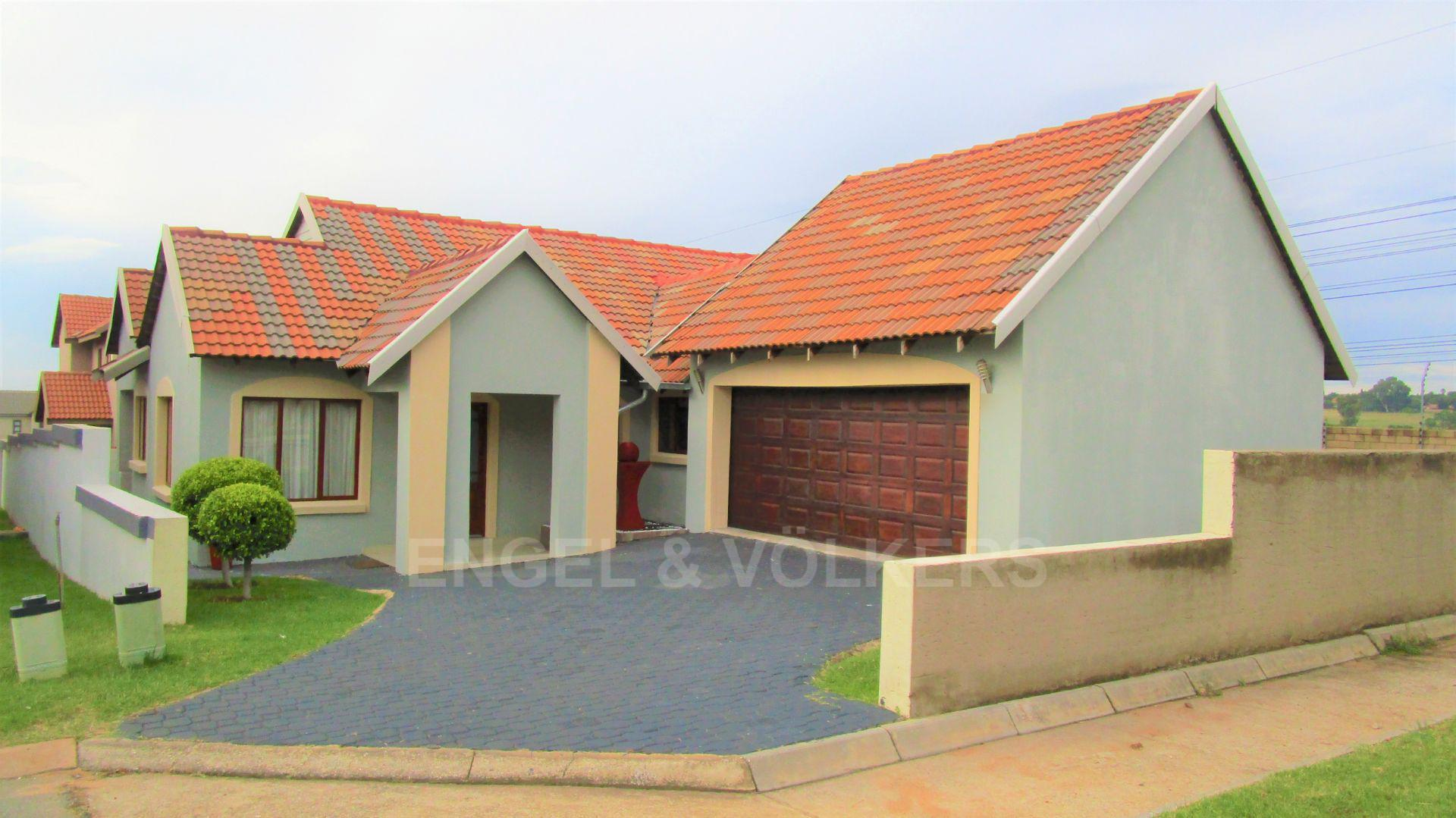 Property and Houses for sale in Brooklands Lifestyle Estate, House, 3.5 Bedrooms - ZAR 2,150,000