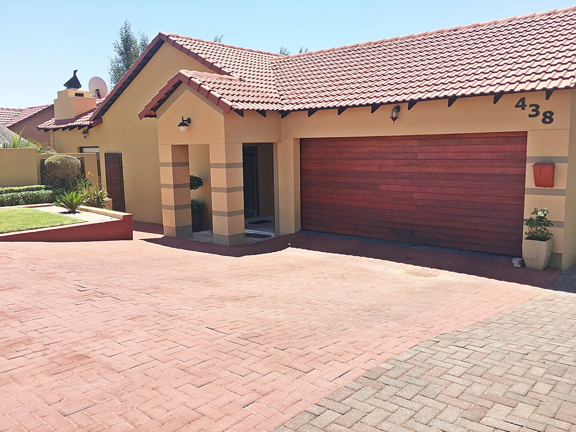 Property and Houses for sale in Thatchfield Estate, House, 3 Bedrooms - ZAR 1,899,999