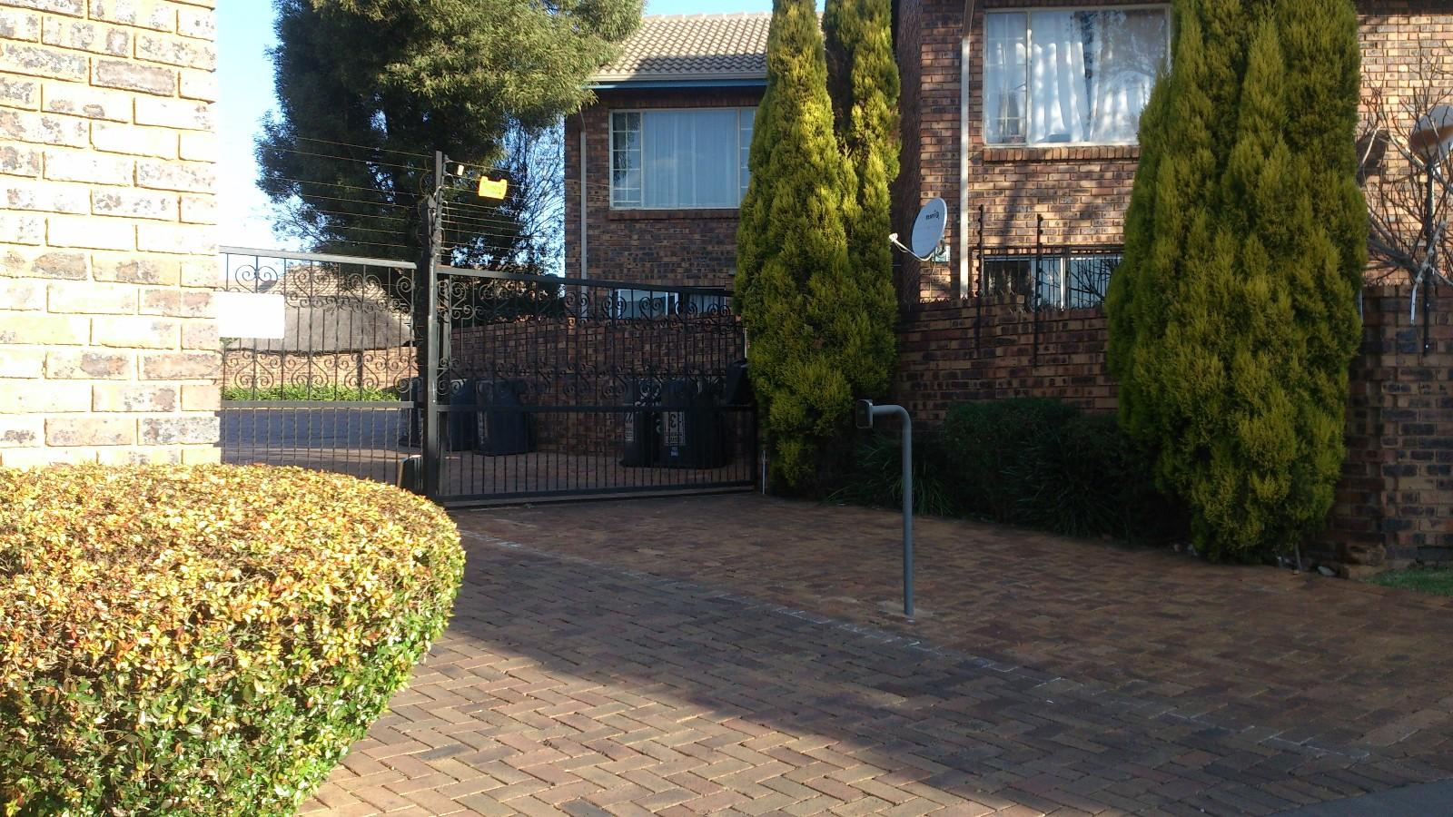 Highveld property for sale. Ref No: 13229869. Picture no 9