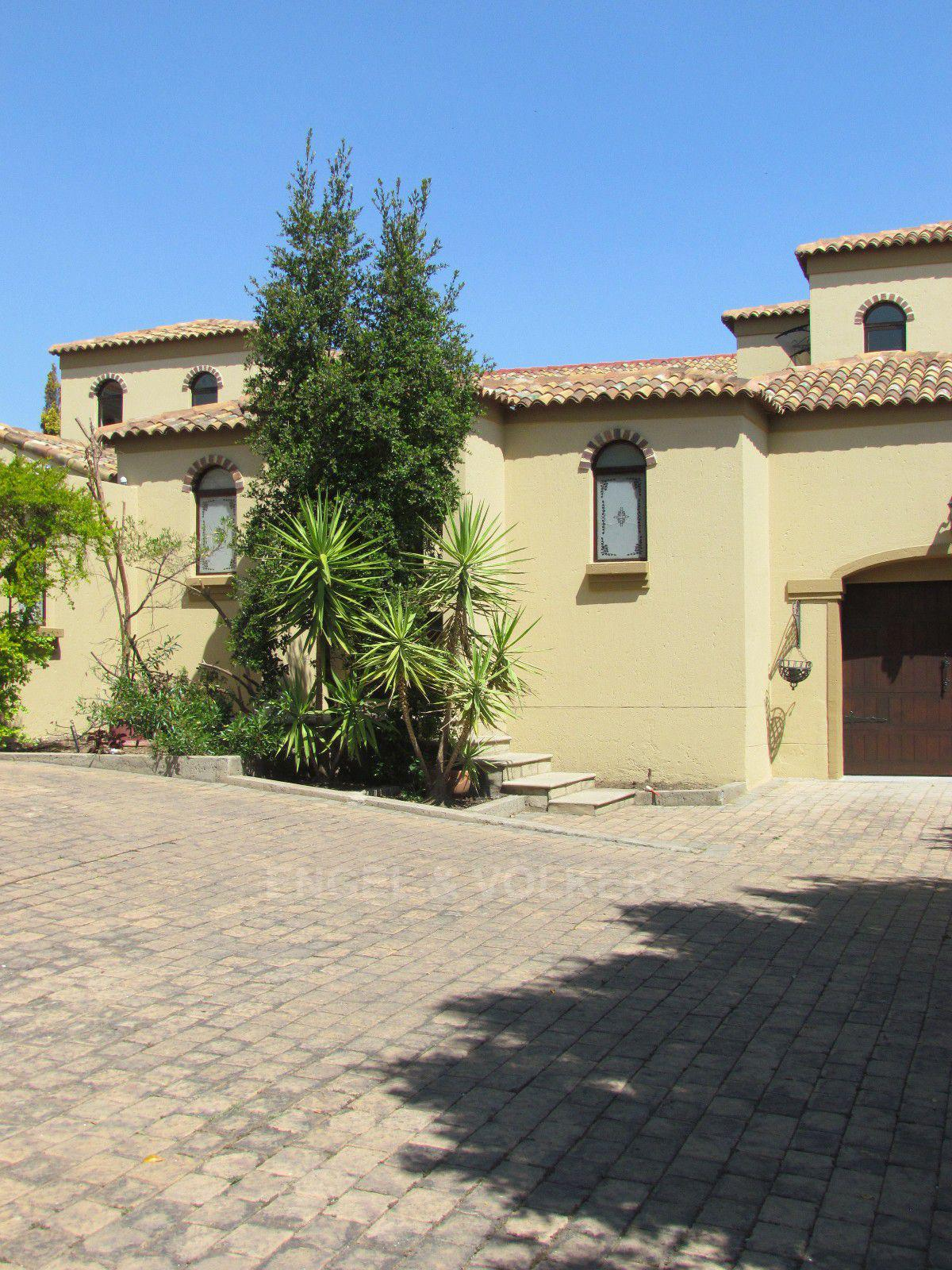 Blue Valley Golf Estate property for sale. Ref No: 13396015. Picture no 35