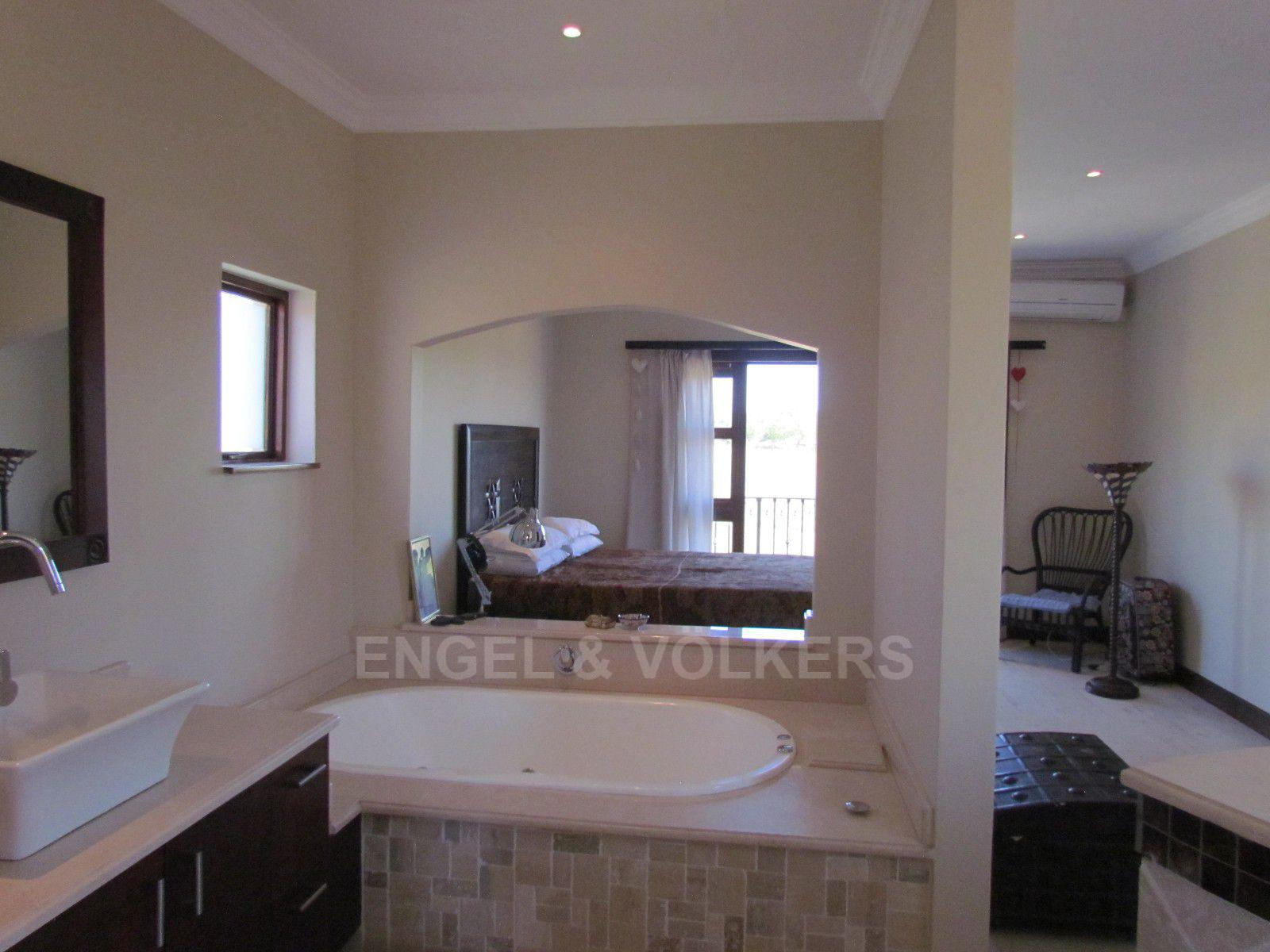Blue Valley Golf Estate property for sale. Ref No: 13396015. Picture no 29