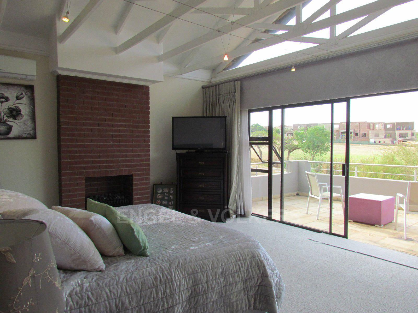 Blue Valley Golf Estate property for sale. Ref No: 13400715. Picture no 36