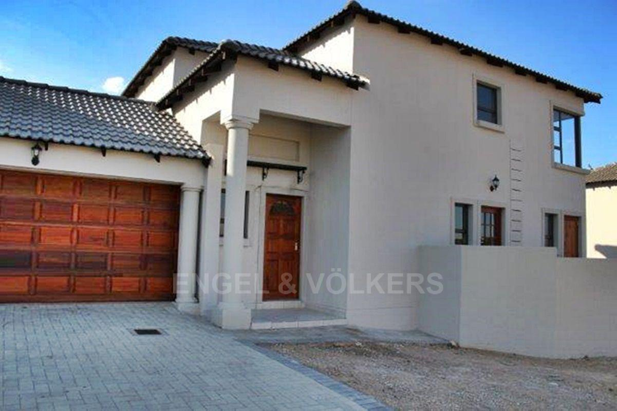 Property and Houses for sale in Thatchfield Estate, Duet, 3 Bedrooms - ZAR 2,295,000