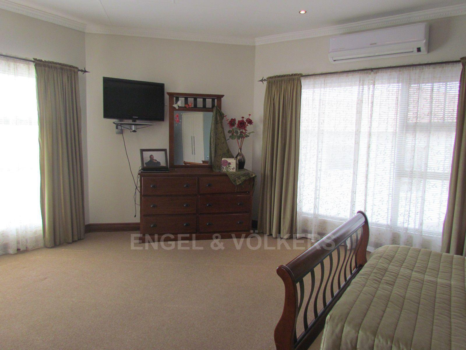 Blue Valley Golf Estate property for sale. Ref No: 13409006. Picture no 21