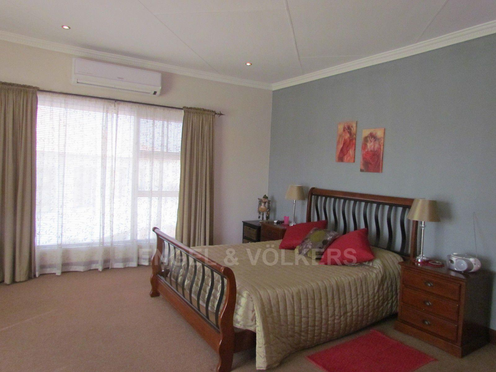 Blue Valley Golf Estate property for sale. Ref No: 13409006. Picture no 27