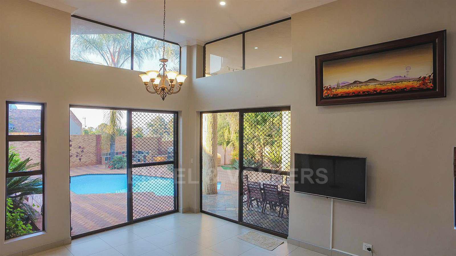 Eldoraigne property for sale. Ref No: 13520407. Picture no 26