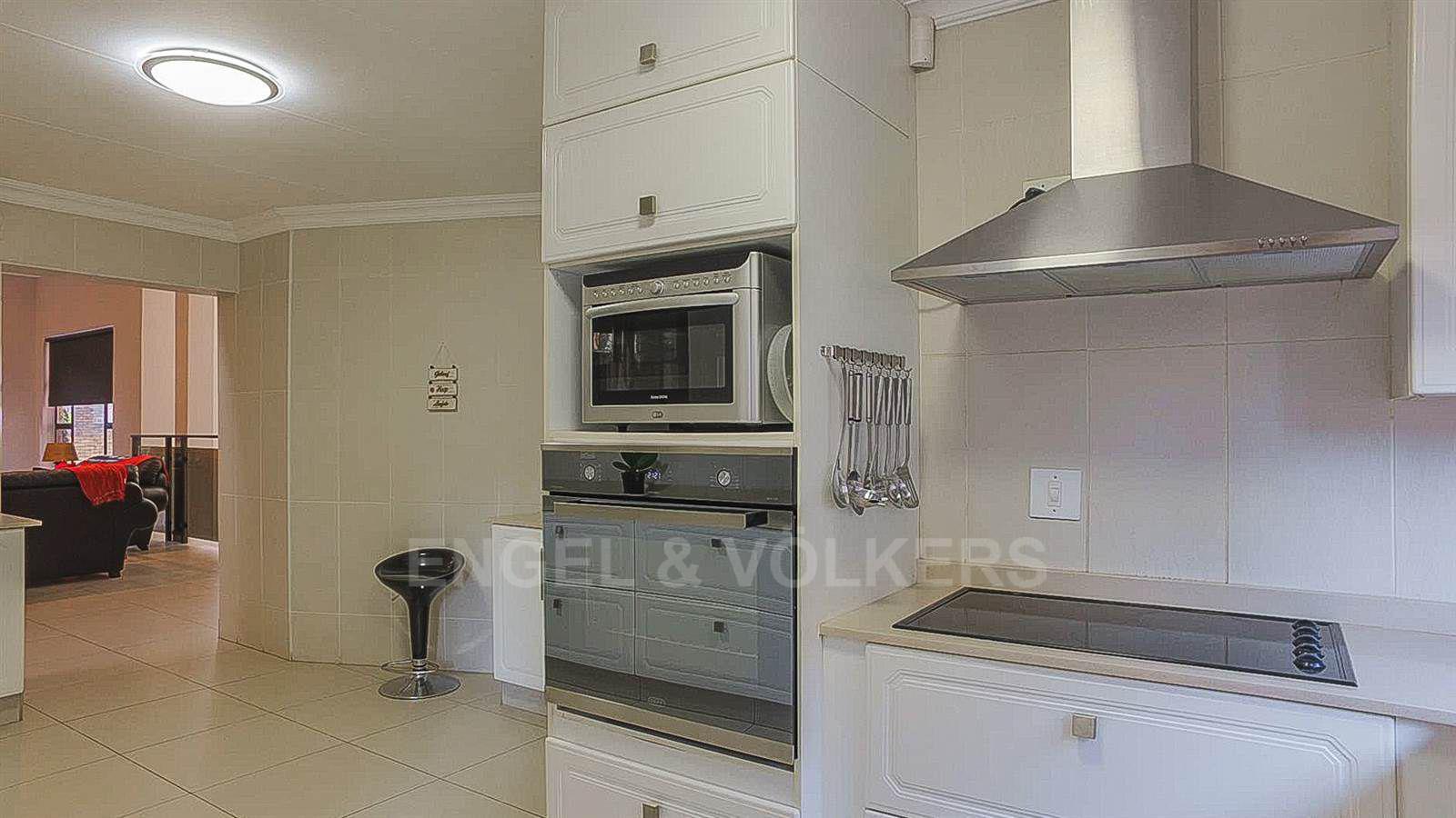 Eldoraigne property for sale. Ref No: 13520407. Picture no 7