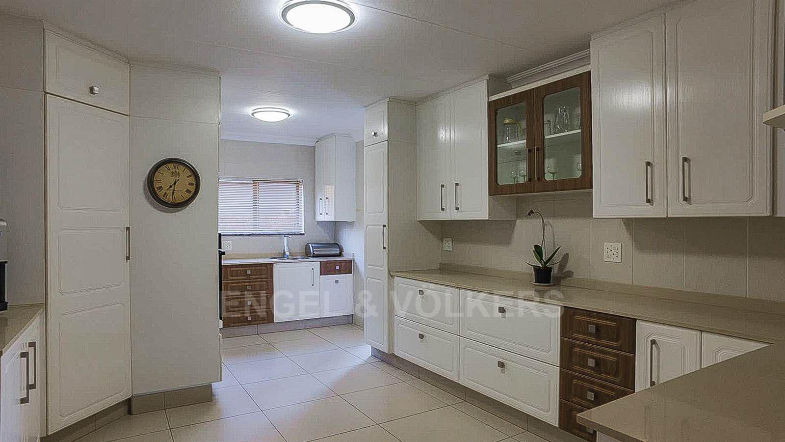 Eldoraigne property for sale. Ref No: 13520407. Picture no 6