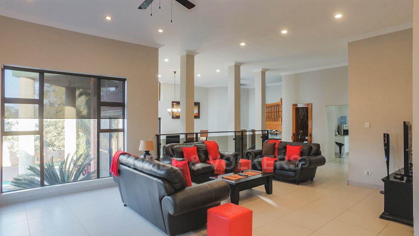 Eldoraigne property for sale. Ref No: 13520407. Picture no 11