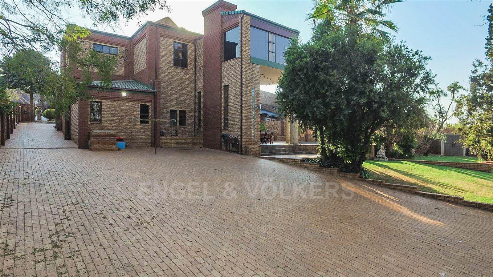 Eldoraigne property for sale. Ref No: 13520407. Picture no 4