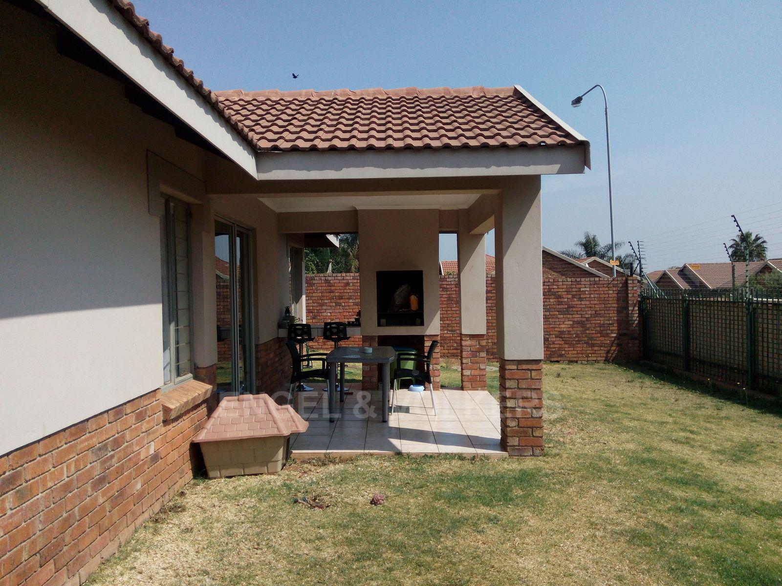 Amberfield property for sale. Ref No: 13537795. Picture no 17