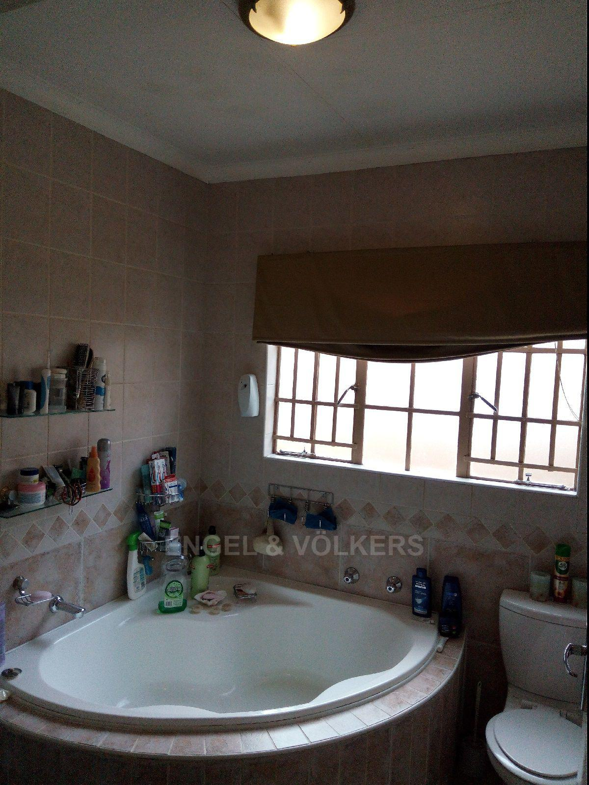Amberfield Heights property for sale. Ref No: 13554956. Picture no 31