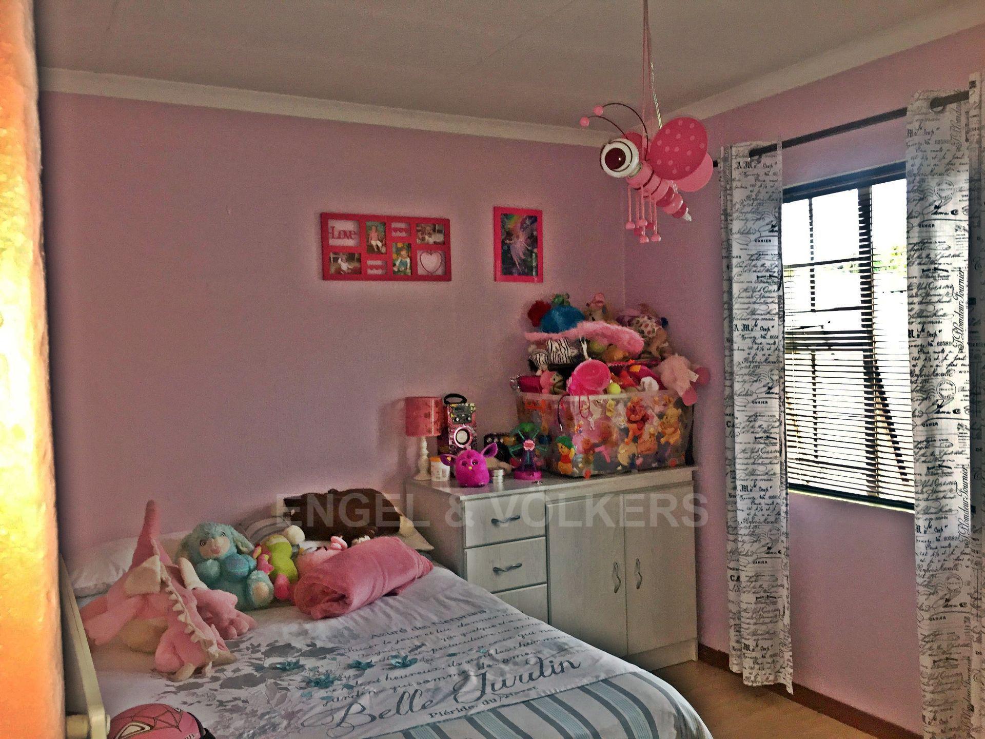 Eldoraigne property for sale. Ref No: 13580655. Picture no 2
