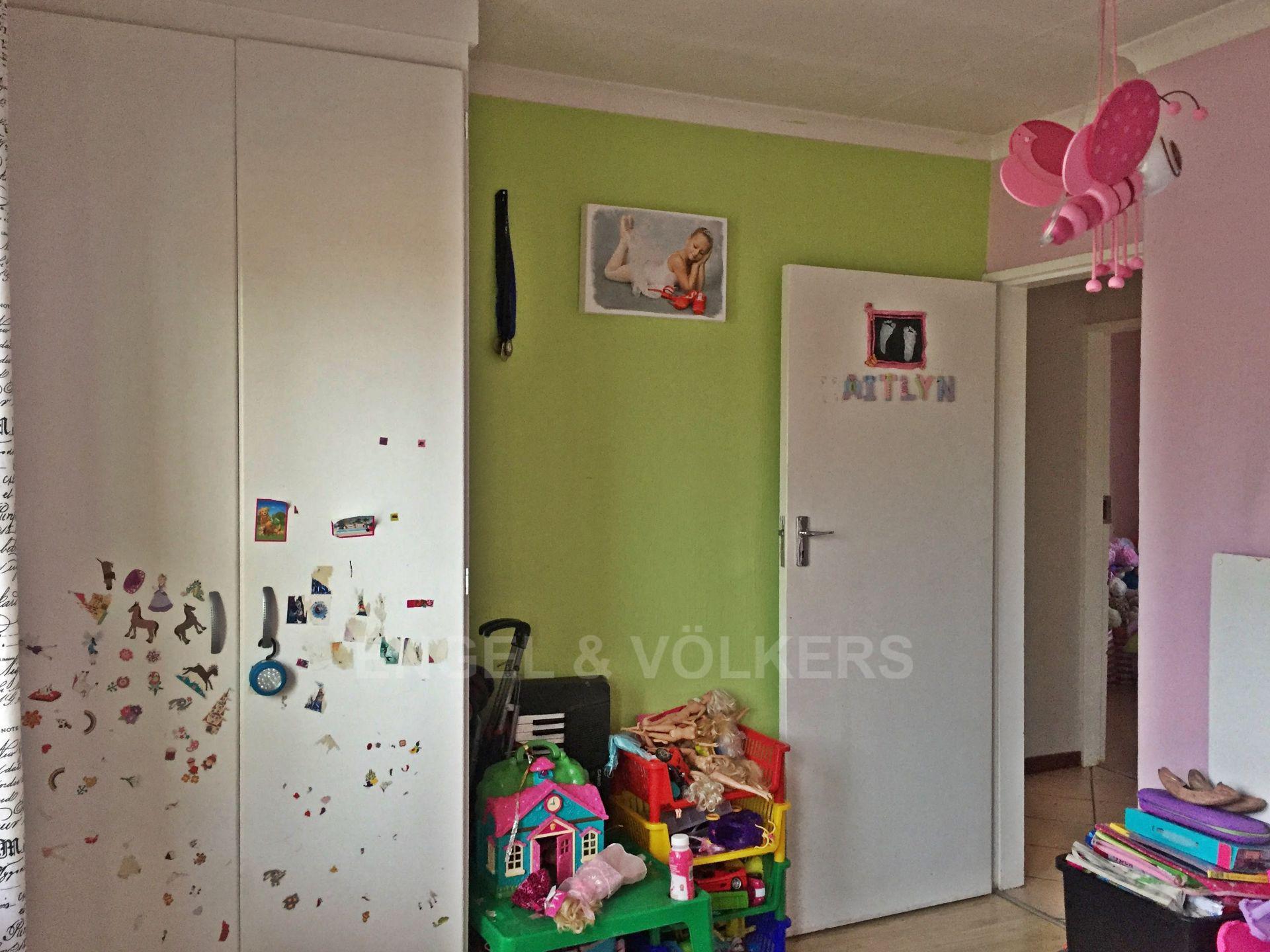 Eldoraigne property for sale. Ref No: 13580655. Picture no 4