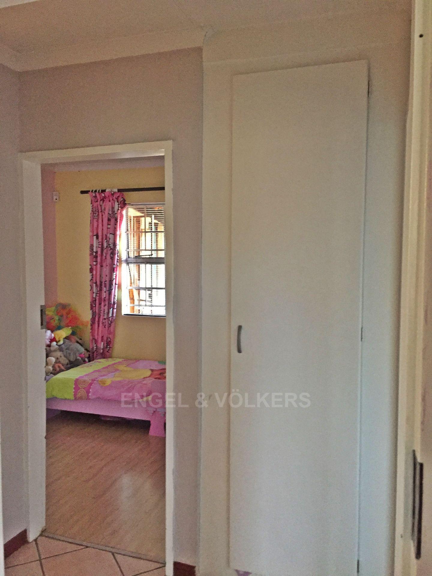 Eldoraigne property for sale. Ref No: 13580655. Picture no 5