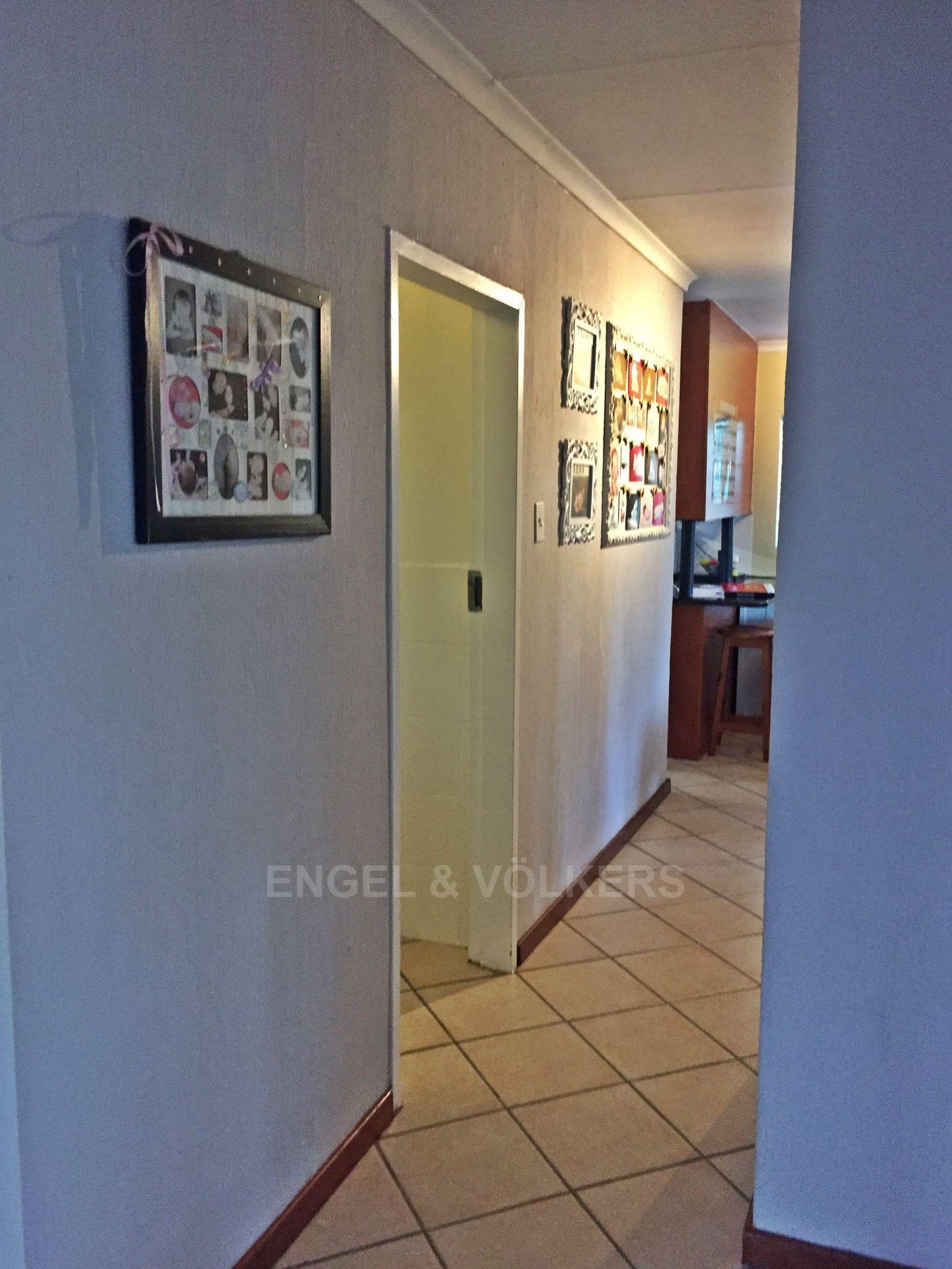 Eldoraigne property for sale. Ref No: 13580655. Picture no 7