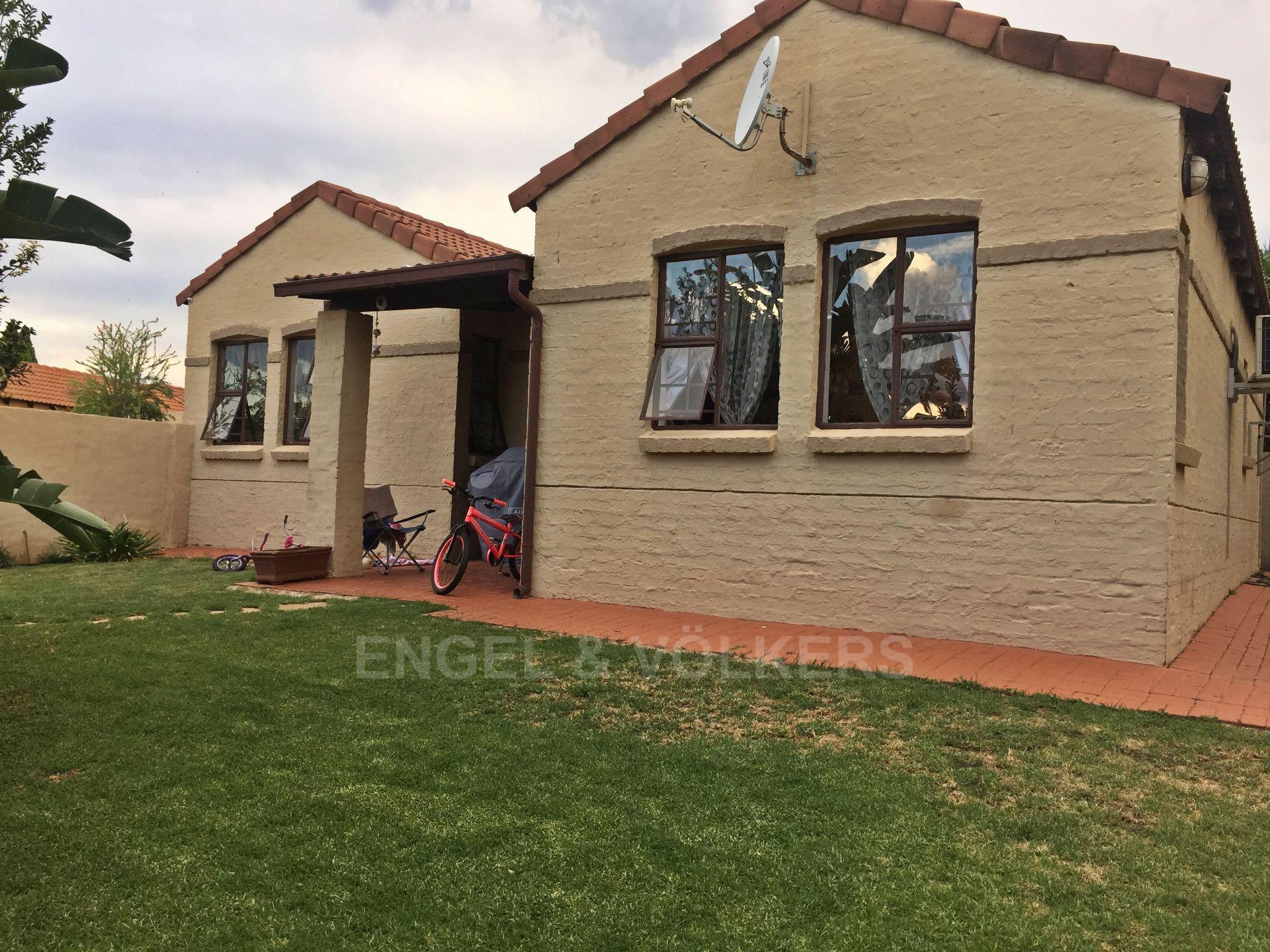 Eldoraigne property for sale. Ref No: 13580655. Picture no 1