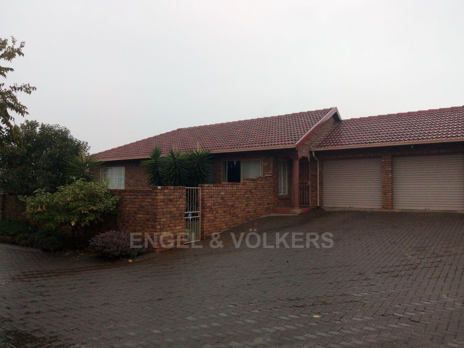 Property and Houses for sale in Amberfield Crest Estate, Simplex, 3 Bedrooms - ZAR 1,300,000