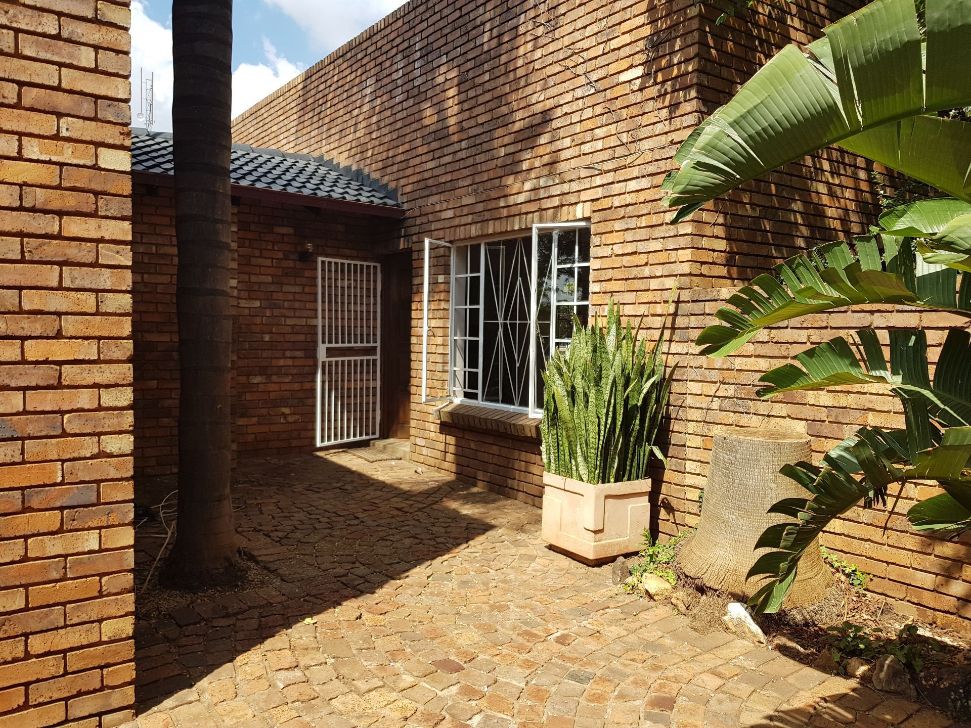 Property and Houses for sale in Rooihuiskraal North, House, 3 Bedrooms - ZAR 1,450,000