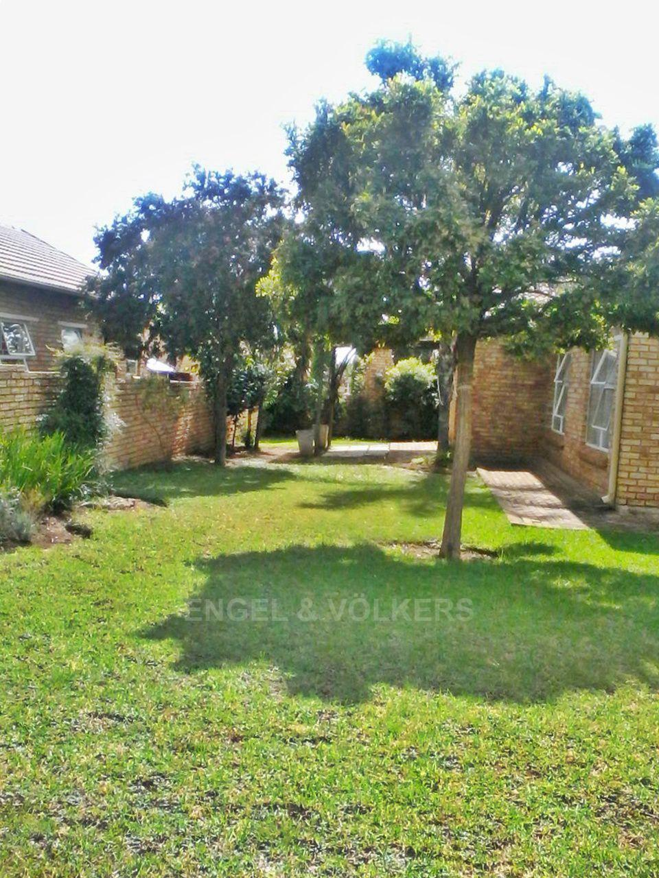 Property and Houses for sale in Heuwelsig Estate, Simplex, 3 Bedrooms - ZAR 1,150,000