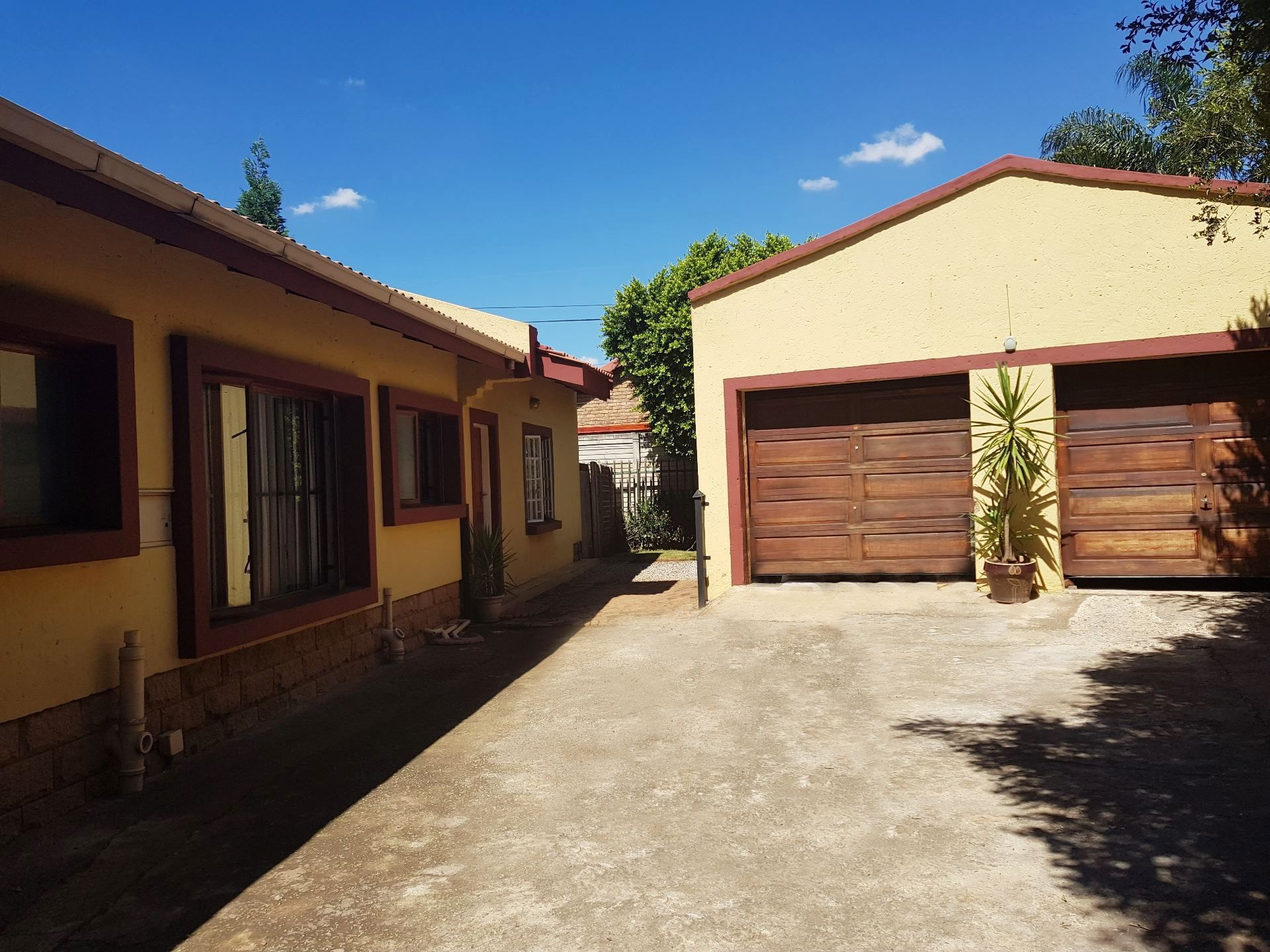 Property and Houses for sale in Rooihuiskraal North, House, 3 Bedrooms - ZAR 1,900,000