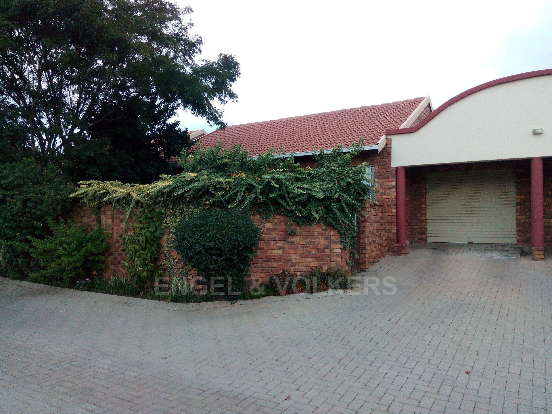 Property and Houses for sale in Amberfield Heights, Simplex, 2 Bedrooms - ZAR 880,000
