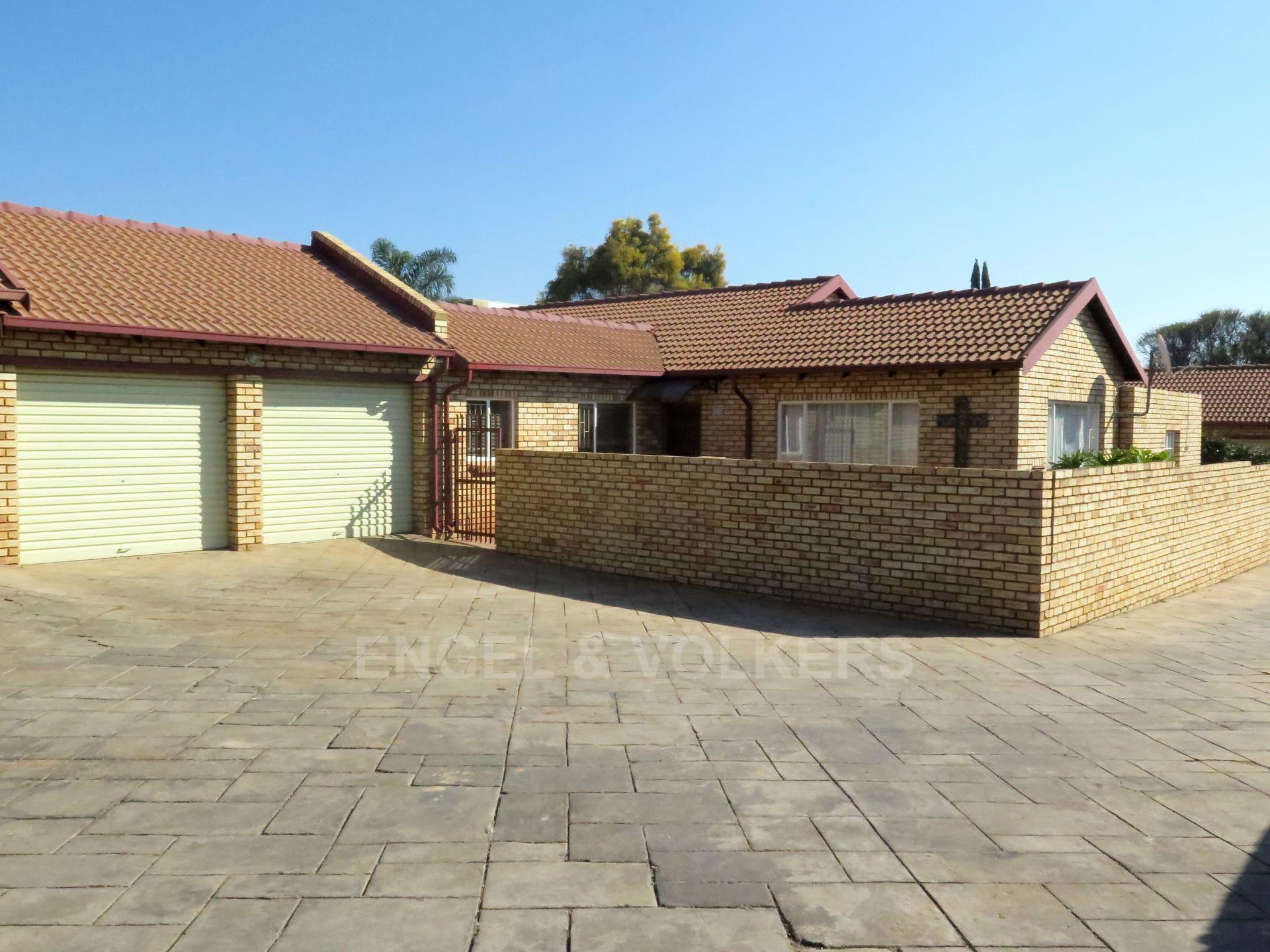 Property and Houses for sale in Amberfield Heights, Duet, 3 Bedrooms - ZAR 1,850,000