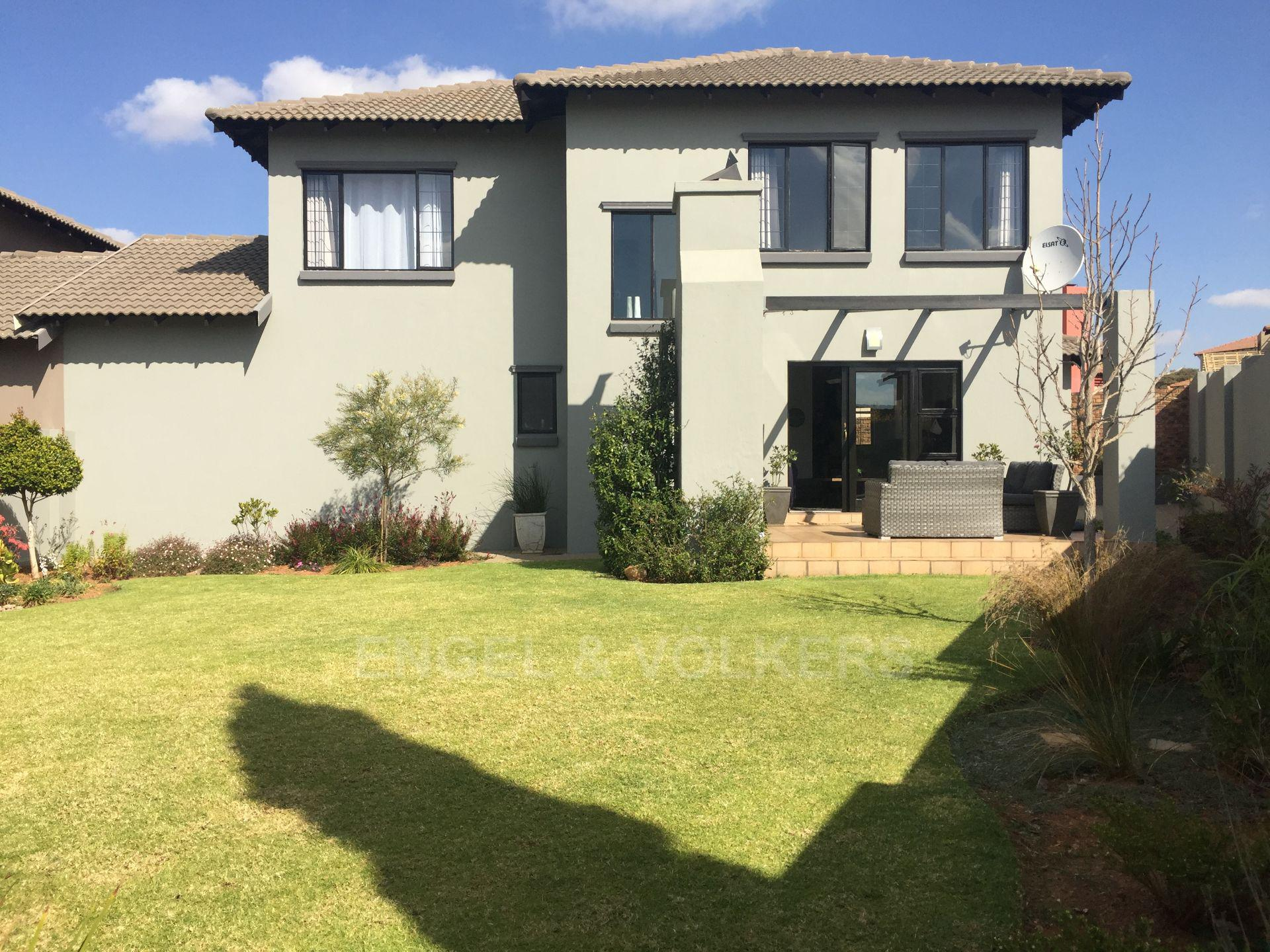Property and Houses for sale in Thatchfield Estate, Duplex, 3 Bedrooms - ZAR 2,195,000