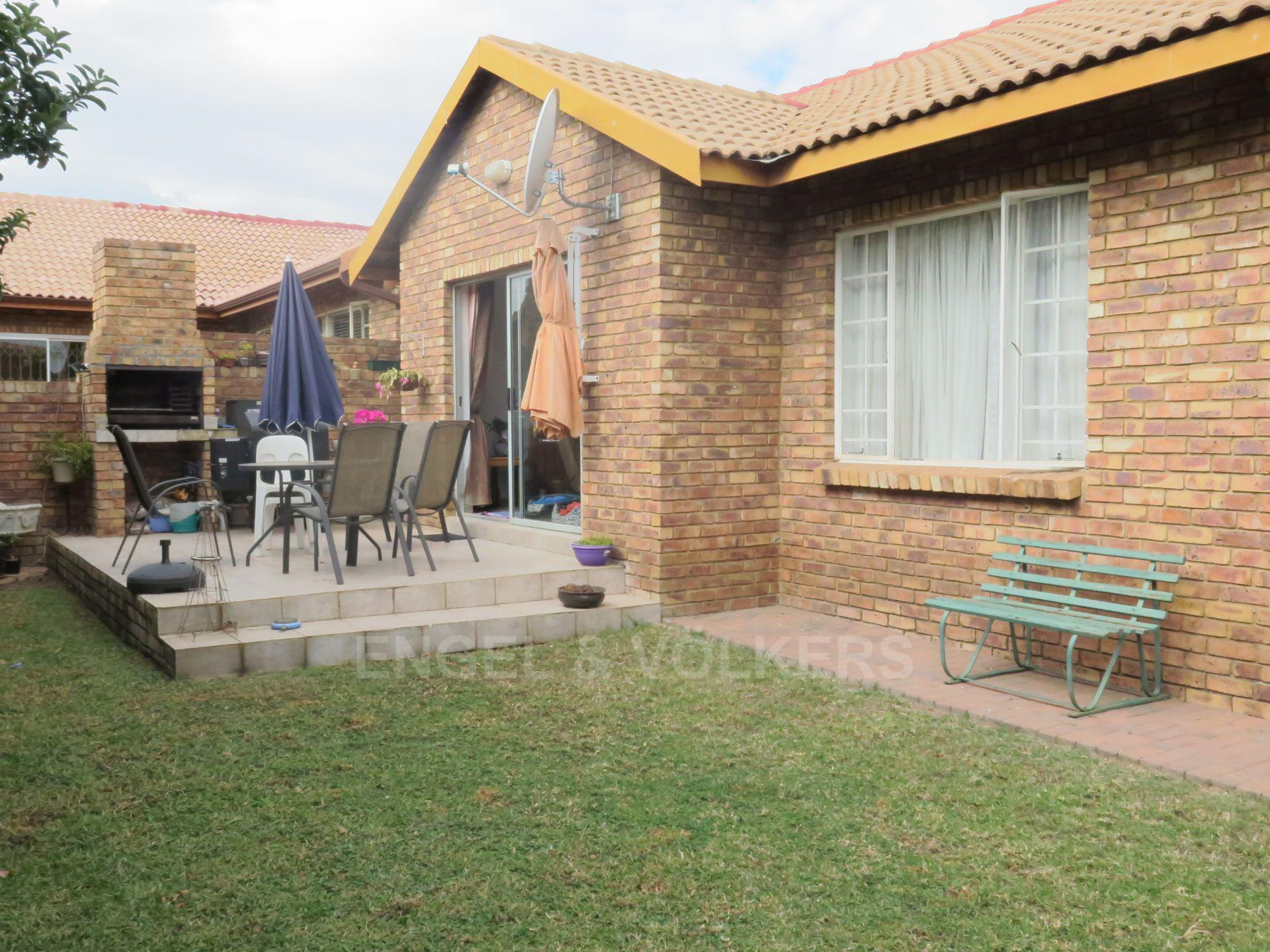 Property and Houses for sale in Amberfield Crest Estate, Duet, 3 Bedrooms - ZAR 1,490,000