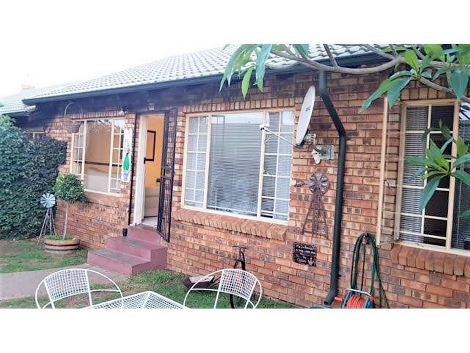 Property and Houses for sale in Rooihuiskraal North, Simplex, 2 Bedrooms - ZAR 890,000