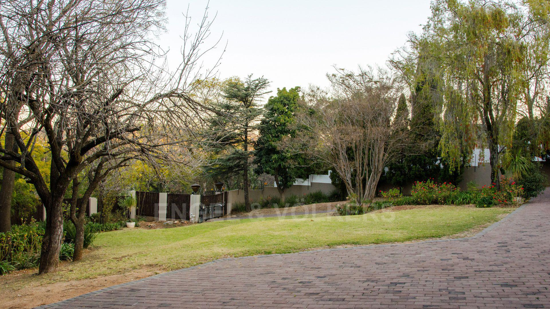 Waterkloof Ridge property for sale. Ref No: 2949420. Picture no 35