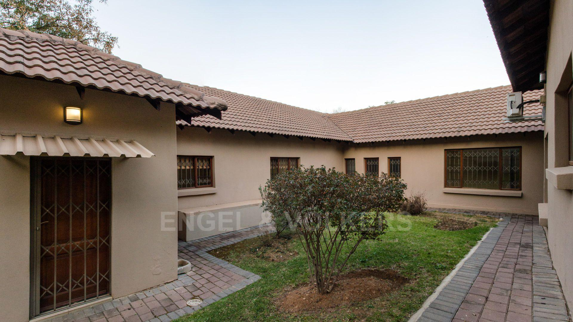 Waterkloof Ridge property for sale. Ref No: 2949420. Picture no 32