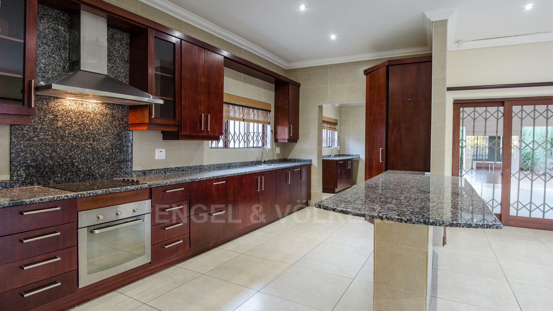 Waterkloof Ridge property for sale. Ref No: 2949420. Picture no 28