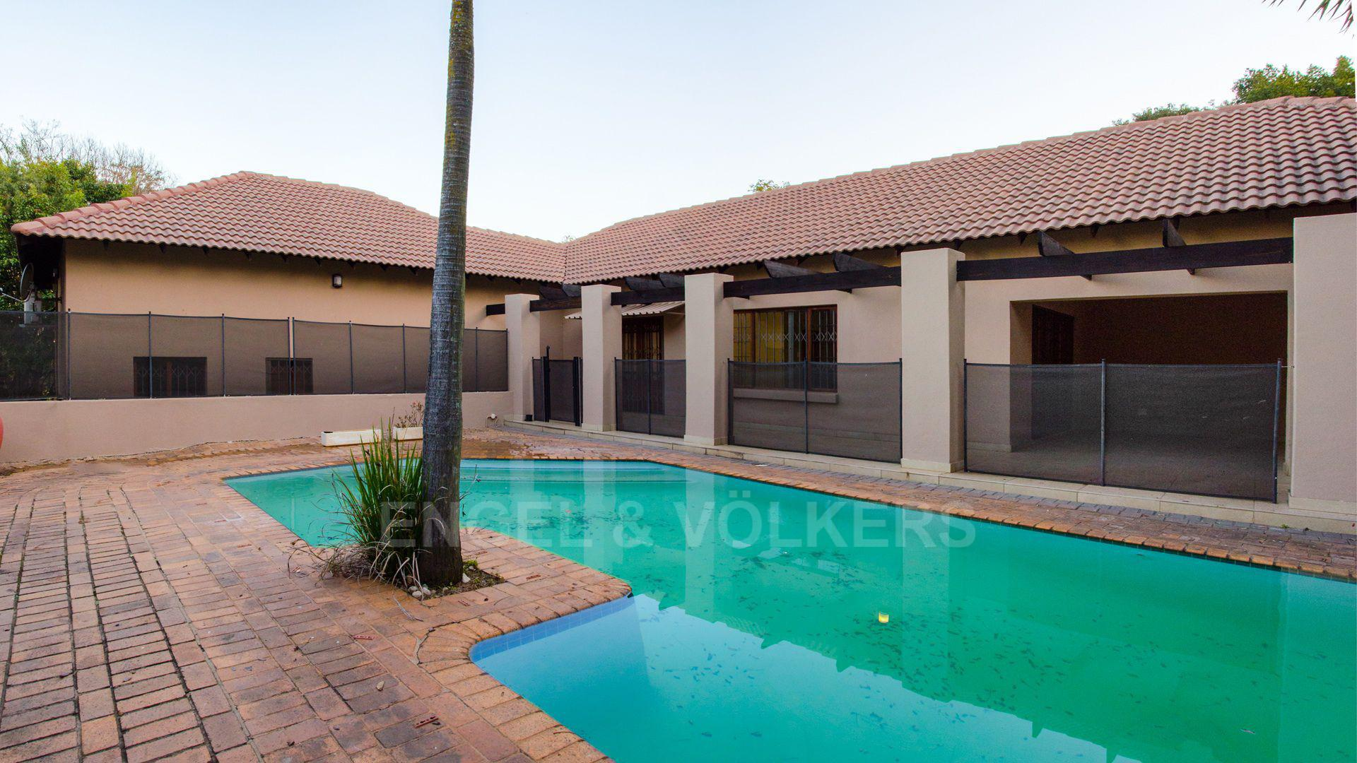 Waterkloof Ridge property for sale. Ref No: 2949420. Picture no 7