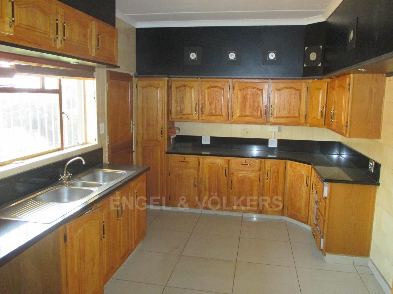 Waterkloof Ridge property to rent. Ref No: 13325445. Picture no 11