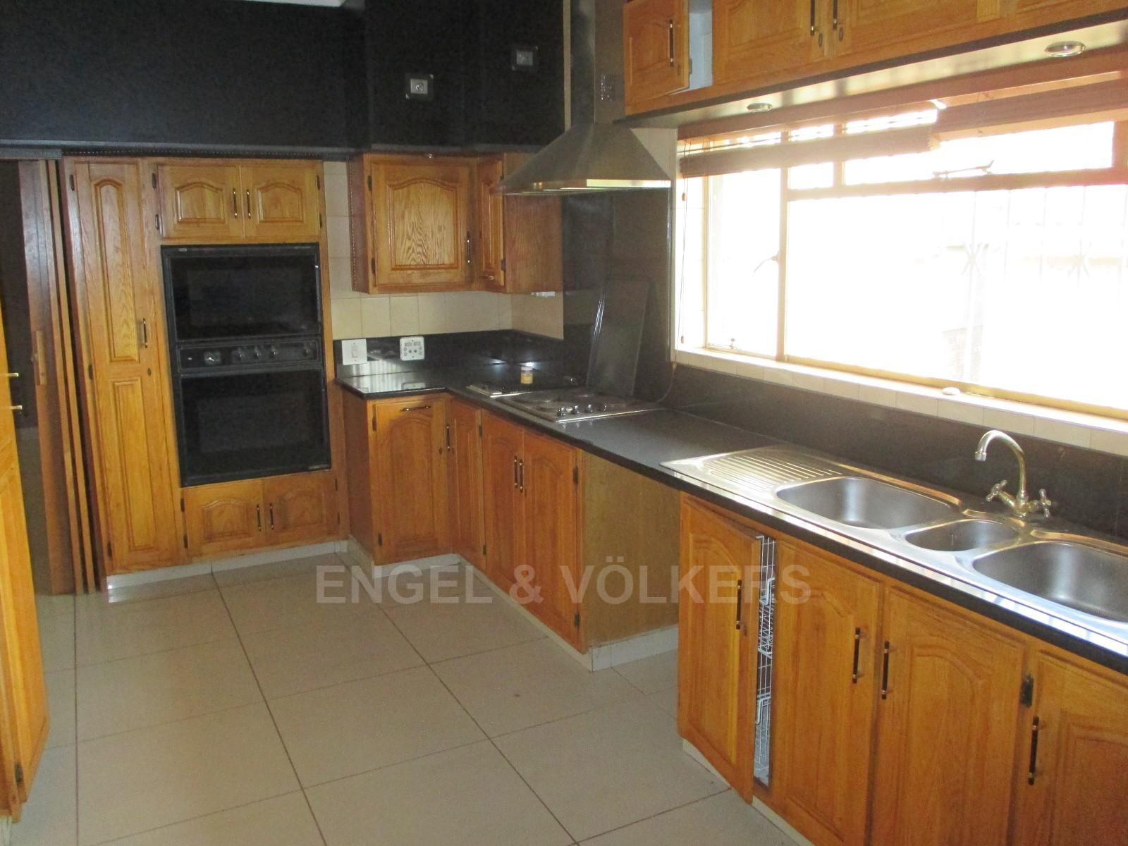 Waterkloof Ridge property to rent. Ref No: 13325445. Picture no 13