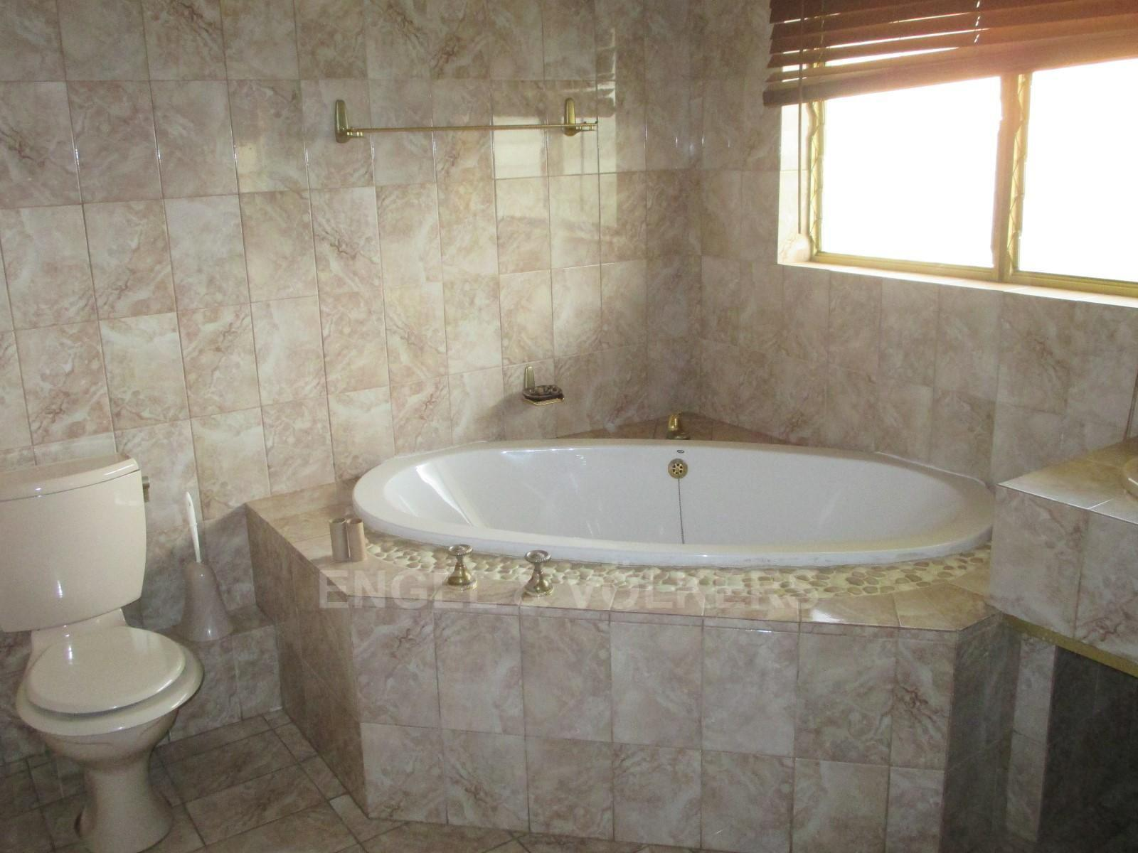 Waterkloof Ridge property to rent. Ref No: 13325445. Picture no 22
