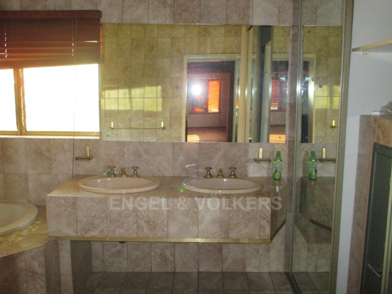 Waterkloof Ridge property to rent. Ref No: 13325445. Picture no 23