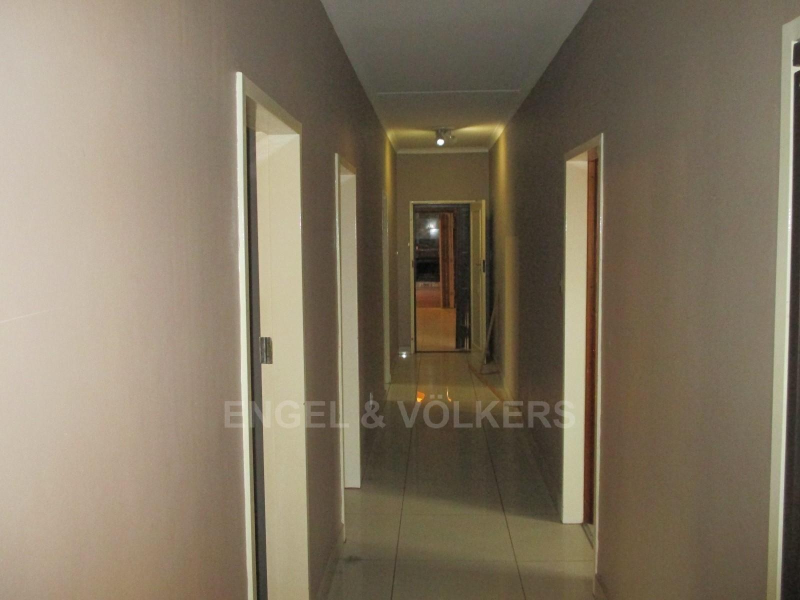 Waterkloof Ridge property to rent. Ref No: 13325445. Picture no 24