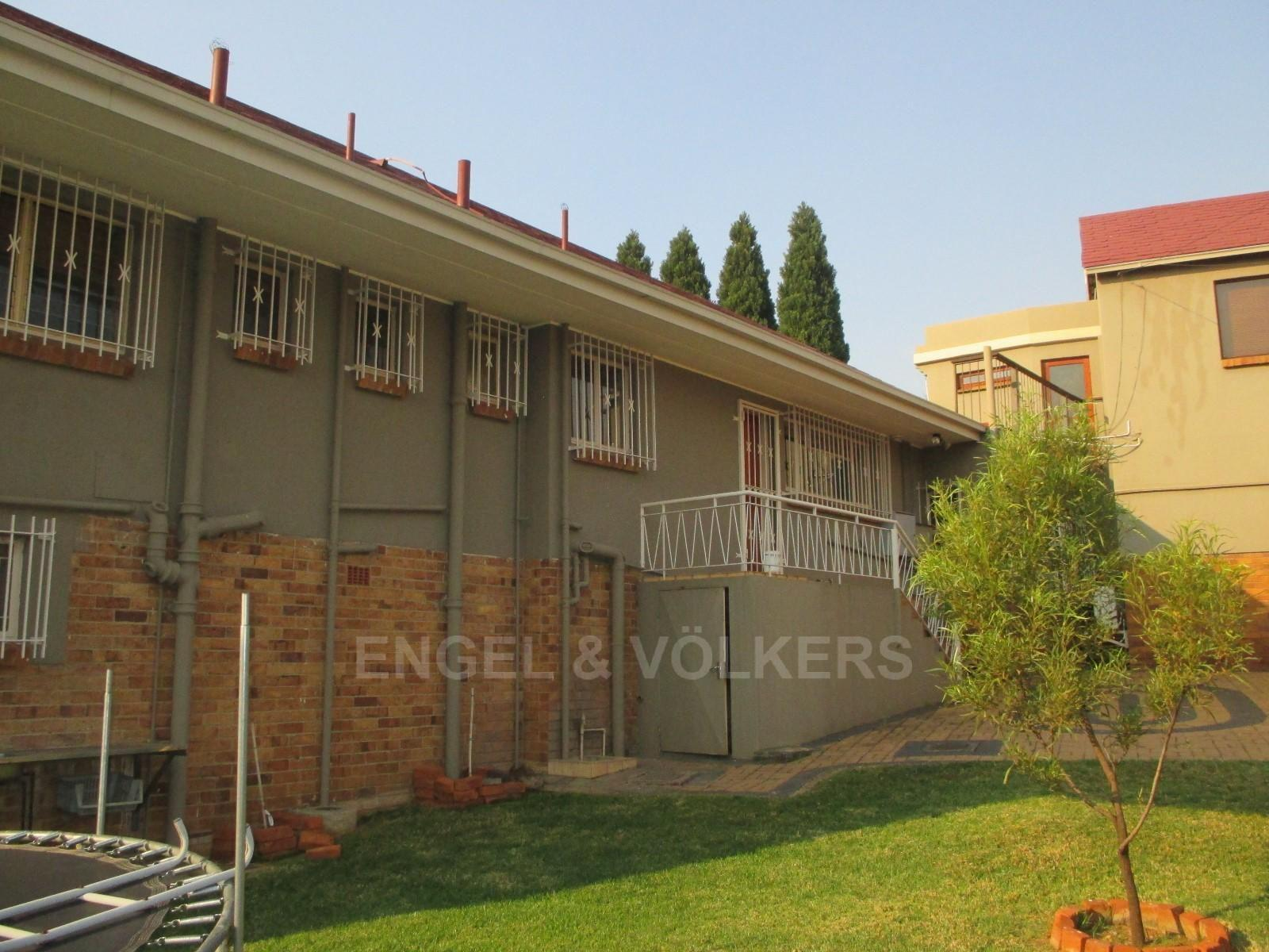 Waterkloof Ridge property to rent. Ref No: 13325445. Picture no 33