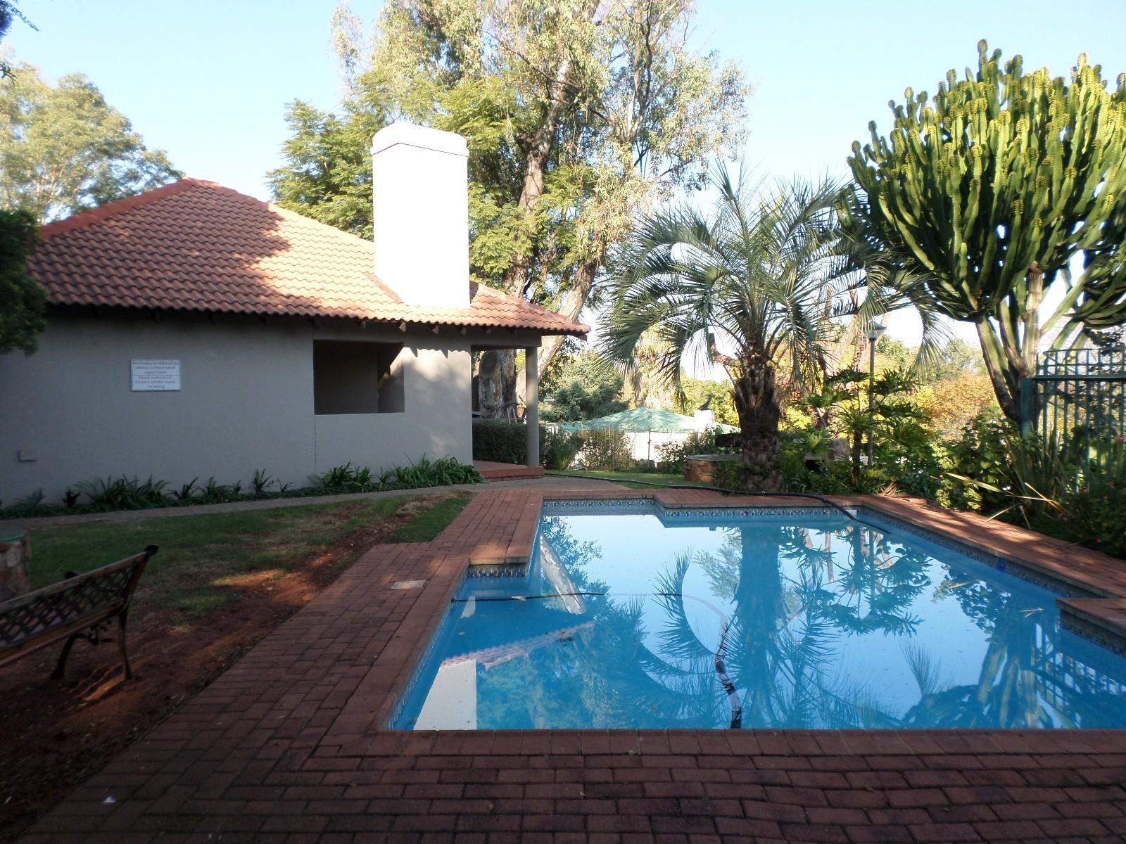 Property and Houses for sale in Eastwood, Simplex, 2 Bedrooms - ZAR 2,250,000