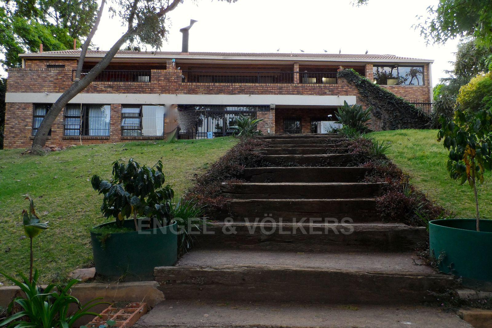 Waterkloof Ridge property for sale. Ref No: 13392870. Picture no 2