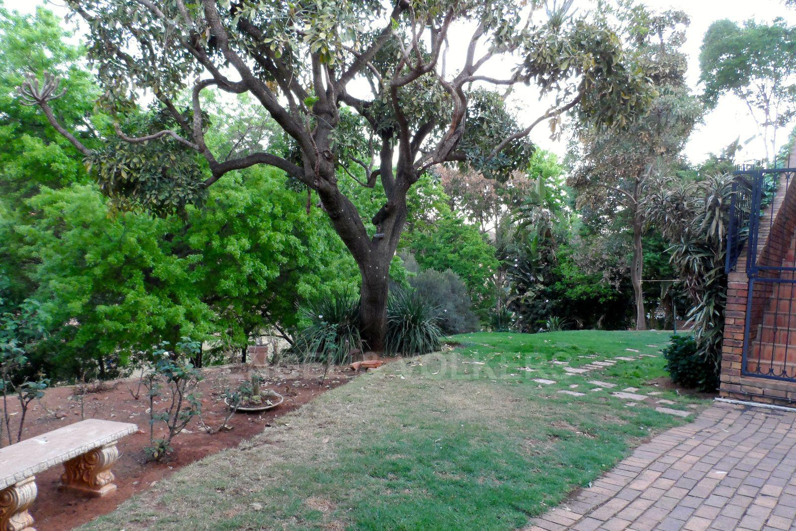 Waterkloof Ridge property for sale. Ref No: 13392870. Picture no 4