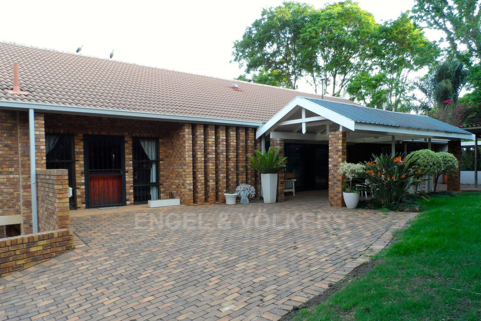 Waterkloof Ridge property for sale. Ref No: 13392870. Picture no 7