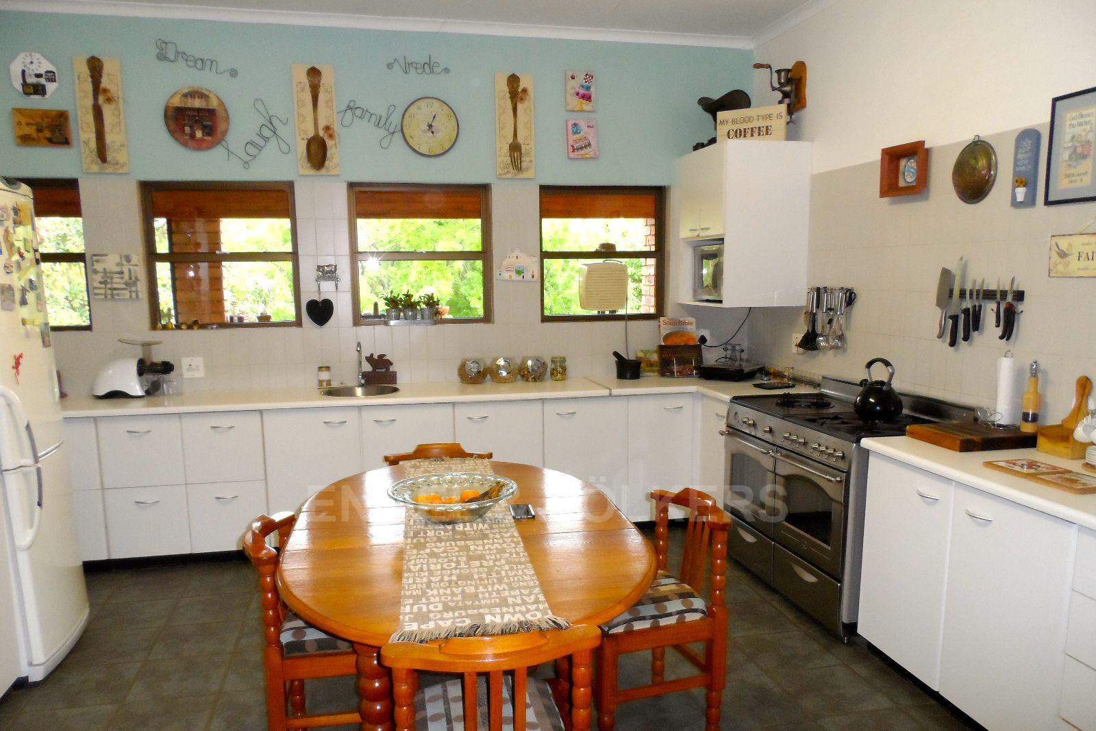 Waterkloof Ridge property for sale. Ref No: 13392870. Picture no 11